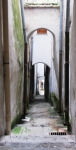 7. Gli scorci suggestivi di un borgo assonnato dove l'architettura si lega ai giochi di luce