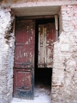 9. Le porte si aprono non temendo l'entrata di nessuno. Forse perché già troppe volte violate